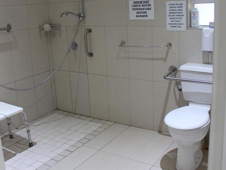 Twilanga Dementia Double Room Bathroom